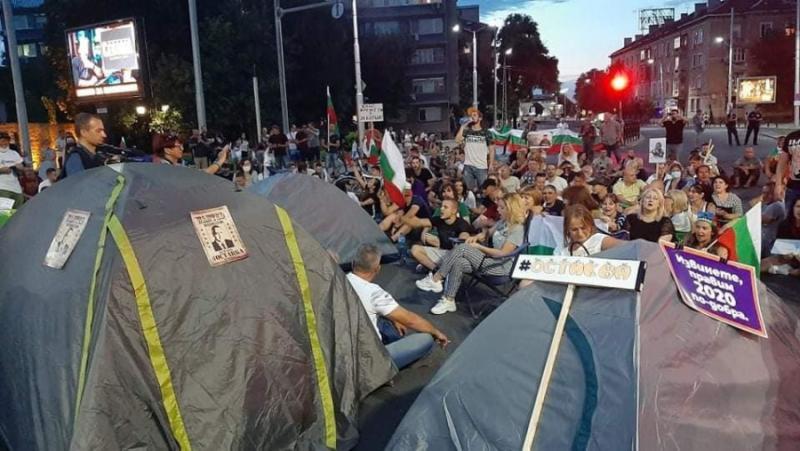 Опашката на гущера, протести