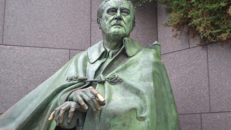 Руснак, спасява, американските паметници