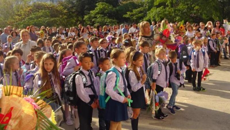 706 хил. ученици, 2357 училища, първи учебен ден